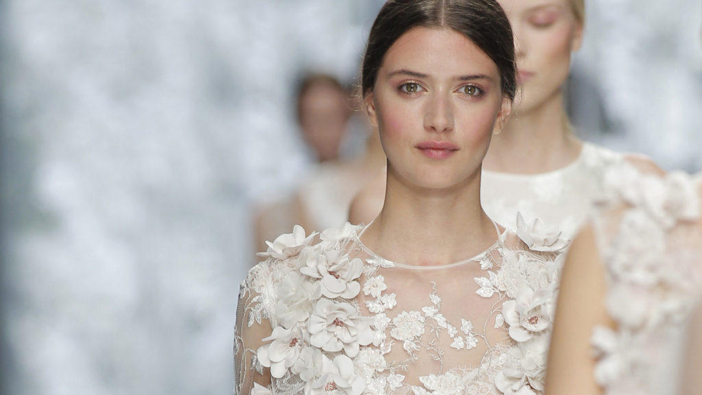 YOLANCRIS - Bridal 2016 Fashion Show