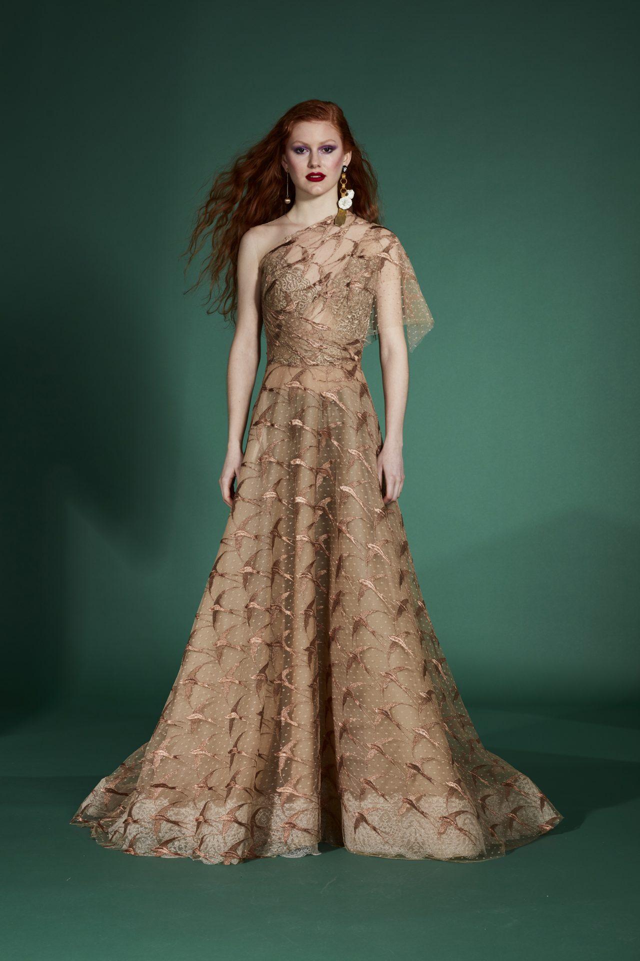 vestido de noche con encaje transparente dorado