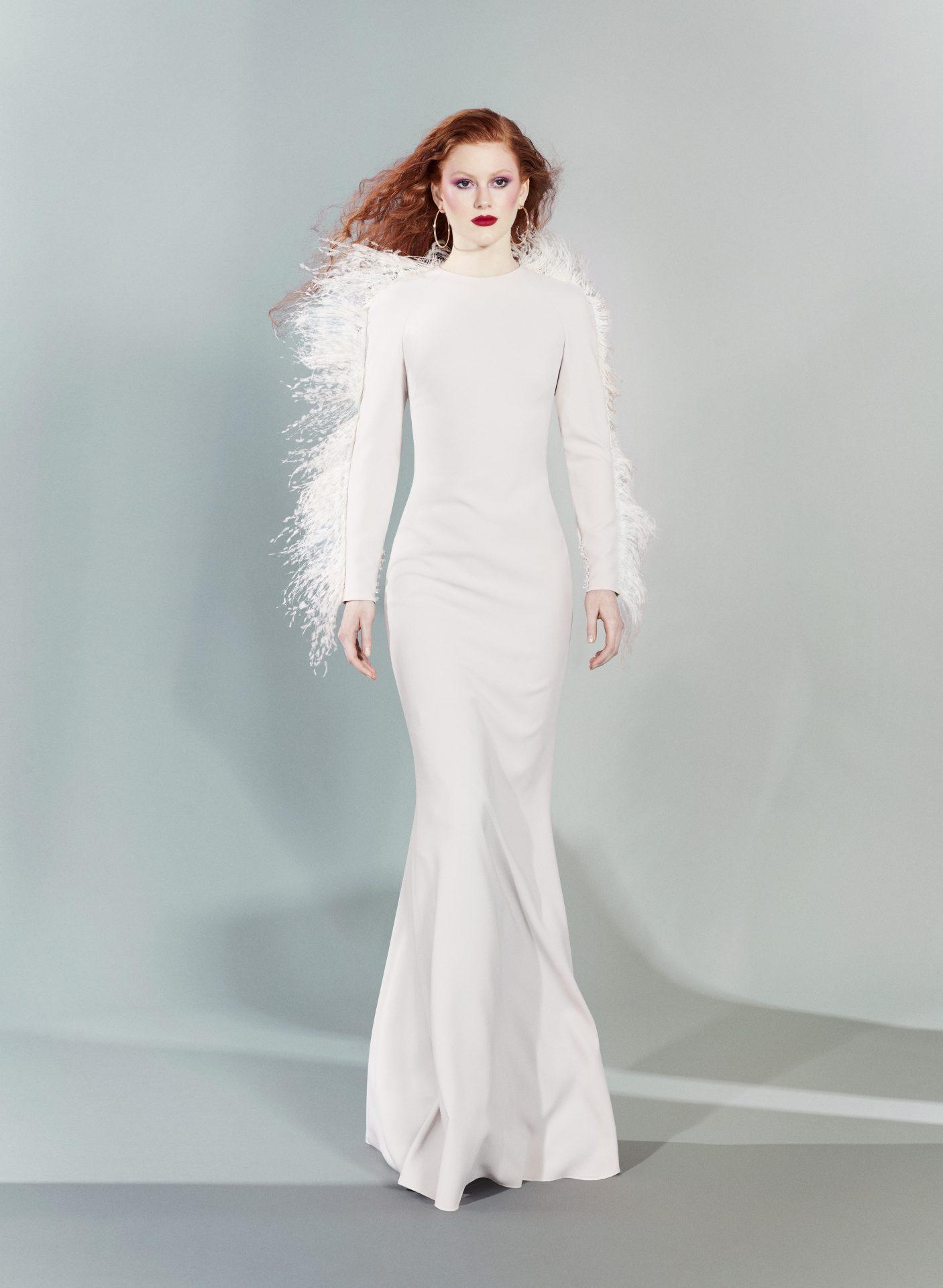 vestidos corte sirena blancos plumas