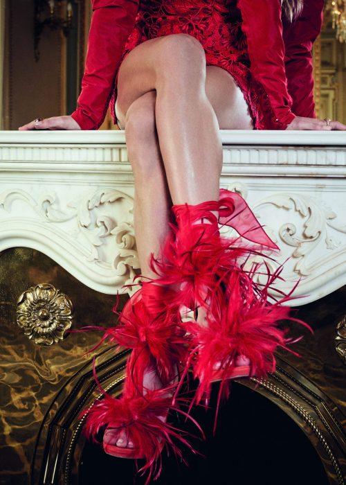 zapatos de tacón rojos altos