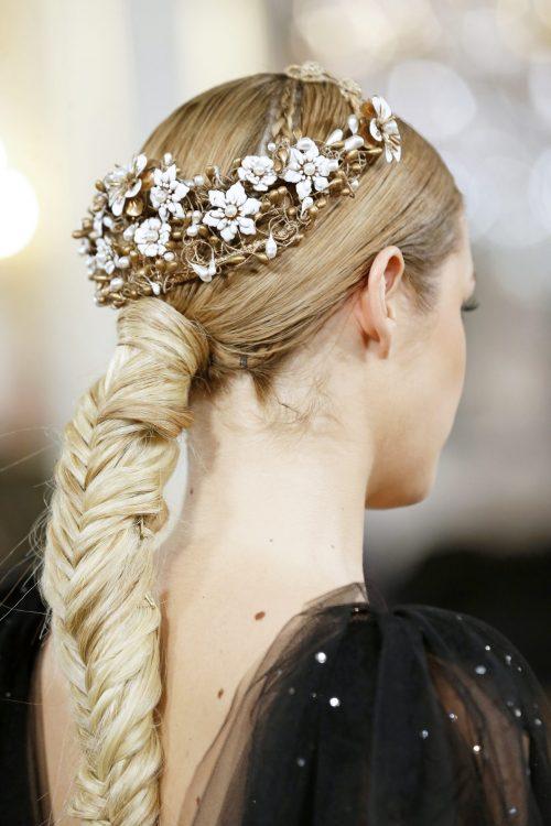 tiara novia flores blancas