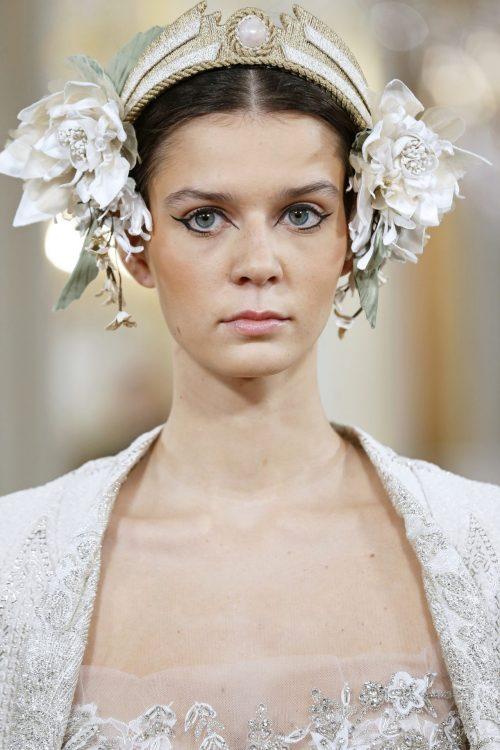 tocado diadema flores novia blancas