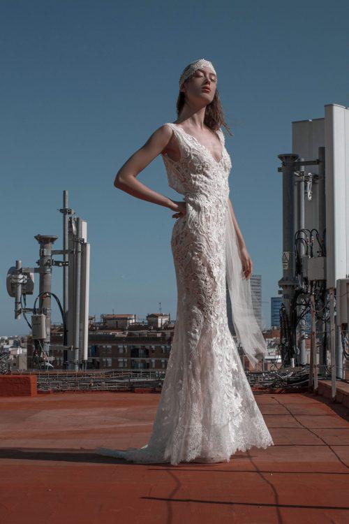 vestido de novia con pedreria y encaje