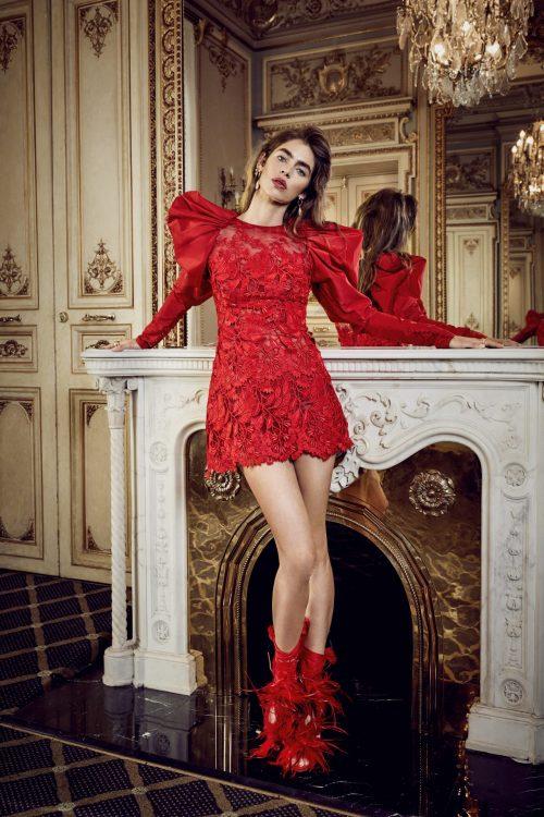 vestido corto rojo con flores