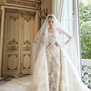 vestido de novia clásico y elegante con cola de tul y encaje